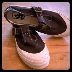 Classic, adorable, 8.5 Navy and white vans, used